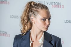 Cara Delevingne Gets Support From Suki Waterhouse At 'Pan' Premiere Work Hairstyles, Creative Hairstyles, Pretty Hairstyles, Braided Hairstyles, Cara Delevingne, Curly Hair Styles, Natural Hair Styles, Cabello Hair, African Braids