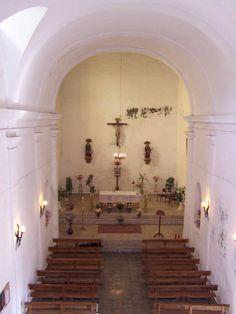 Pedro, Emilio, Fernando y yo pensamos que esta imagen se asemeja a la idea del interior de nuestra iglesia.