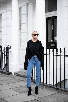 Products: Sunglasses - Céline Hoodie - H&M Jeans - H&M Shoes - Public Desire   Hej på er! Här kommer en bekväm look från London. Älskar verkligen hoodies, så glad att jag spontanköpte denna i New York också. Gillar de lite längre ärmarna! Erik kom och hämtade mig tidigt imorse för att