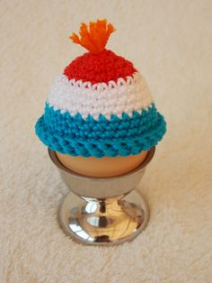 Renate's haken en zo: Patroon grappige eierwarmers Crochet Egg Cozy, Easter Crochet, Crochet Hats, Diy Notebook, Chicken Eggs, All Anime, Beanie, Crafty, Sewing