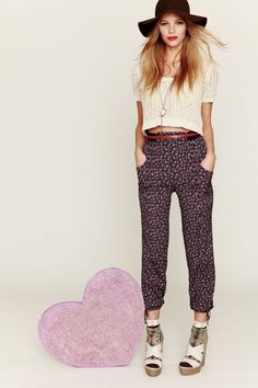 i want flowers on my pants!