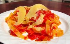Roasted tomato and red pepper tagliatelle Roasted Tomatoes, Red Peppers, Risotto, Pasta, Stuffed Peppers, Fruit, Vegetables, Ethnic Recipes, Food