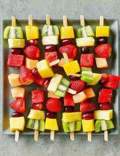 amuse-bouche original et recettes végétariennes - brochettes de fruits divers