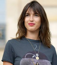 The 8 Different French Makeup Looks of Jeanne Damas Jeanne Damas, Sleek Hairstyles, Girl Hairstyles, French Hairstyles, French Haircut, Langer Pony, French Makeup, Vogue Beauty, Maquillaje