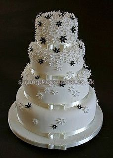 Wedding Cake (696) - Black & White Flowers by Scrumptious Cakes (Paula-Jane), via Flickr