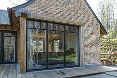 Vloer terras Brick Facade, Facade House, Barn Renovation, Belgian Style, Interior Windows, House Extensions, Indoor Outdoor Living, House Layouts, House Goals