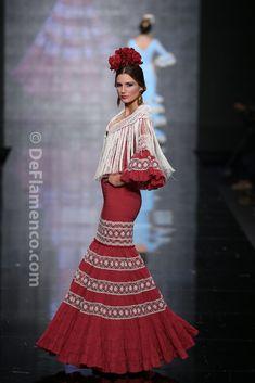 Fotografías Moda Flamenca - Simof 2014 - Hermanas Serrano 'Sueños' Simof 2014 - Foto 11 Flamenco Costume, Flamenco Skirt, Flamenco Dresses, Special Dresses, Nice Dresses, Fashion Art, Boho Fashion, Fashion Design, Red Frock