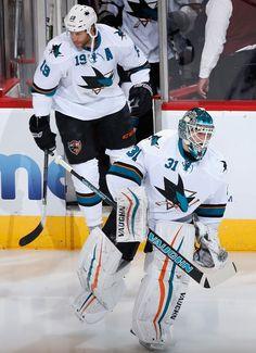 San Jose Sharks goaltender Antti Niemi and forward Joe Thornton skate onto the ice for warm-ups (Feb. 13, 2015).