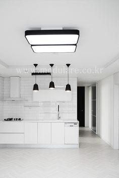전체 하얀톤인 경우 블랙 포인트 마음에 듬 Track Lighting, Ceiling Lights, Interior, Home Decor, Decoration Home, Indoor, Room Decor, Interiors, Outdoor Ceiling Lights