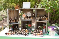 Love this Favour display with homemade jam!! Photography: http://nicholetaylorphotography.com/