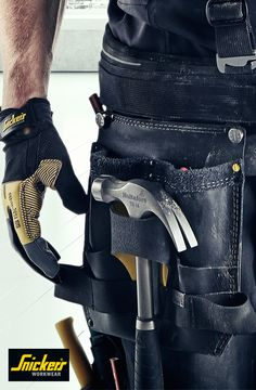 Do you need your by your side at all times? Then try our different solutions for hanging your hammer. With a separate an integrated holder on one of our toolbelts or a convenient tool loop. Leather Men, Leather Boots, Leather Jacket, Tool Apron, Mens Work Pants, Workwear Trousers, Body Armor, Men's Backpack, Work Wear