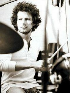 Don Henley was such a foxy man.