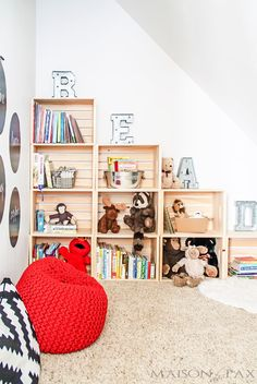 DIY Bookshelf Ideas - Easy DIY Playroom Stepped Crate Bookshelf - DYI Bookshelves and Projects - Easy and Cheap Home Decor Idea for Bedroom, Living Room - Step by Step tutorial Crate Bookcase, Crate Shelves, Book Shelves, Storage Shelves, Kids Room Bookshelves, Bookshelf Ideas, Bookshelf Plans, Bookshelf Design, Baby Bookshelf
