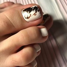 Semi-permanent varnish, false nails, patches: which manicure to choose? - My Nails Pedicure Designs, Toe Nail Designs, Nail Manicure, Toe Nails, Christmas Manicure, Heart Nail Art, Girl Tips, Artificial Nails, Nail Decorations