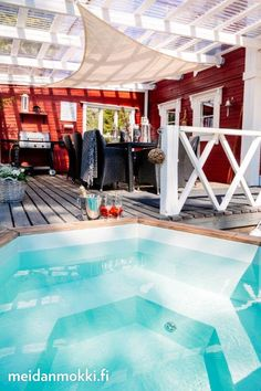 Upea terassi ja kylpypalju | Meidän Mökki
