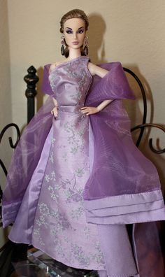2003  CE barbie  gown  Dania  is  modeling  a  2003  lavender  caviar  beaded  brocade barbie  gown.  A  collector  edition  and  very  hard  to  find !!!;-D!!!