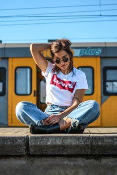 Metrorail levis look, Hemp Fabric, Vintage Levis, Wide Leg Pants, Poses, Fashion, Wide Leg Trousers, Moda, Fashion Styles, Wide Legged Pants