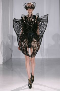 Iris van Herpen  Repinned by www.fashion.net
