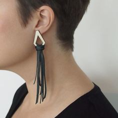 TIIMA earrings combines wood and leather. The earrings are ostentatious, but extremely light statement earrings. Statement Earrings, Stud Earrings, Recycled Leather, Sustainable Fashion, Jewelry Collection, Summer Outfits, Free Silver, Earring Studs, Plywood