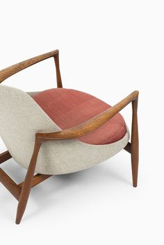 Rare easy chair model Elizabeth designed by Ib Kofod-Larsen. Produced by Christensen & Larsen in Denmark. Available at Studio Schalling