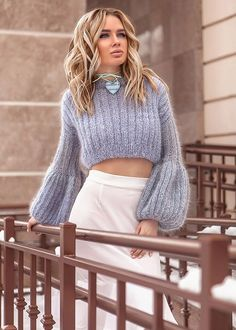 Womens Hand Knit Mohair Sweater The clothing culture is quite old. Hand Knitted Sweaters, Mohair Sweater, Wool Sweaters, Knitwear Fashion, Knit Fashion, Cardigan Fashion, Warm Outfits, Mode Outfits, Gros Pull Mohair