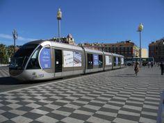 Tranvía en Niza, Francia.