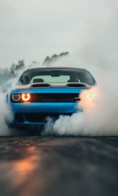 Dodge Challenger SRT Hellcat, Orange Scheinwerfer, Blaues Auto, Wallpaper – # More from my Dodge Challenger SRT HellcatDodge Challenger Hellcat – – …Dodge Challenger Hellcat – –. Dodge Challenger Hellcat, Dodge Nitro, Monster Car, Old Muscle Cars, Sports Car Wallpaper, Car Backgrounds, Car Hd, Car Wallpapers, Hd Wallpaper