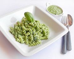 Pasta with Spinach. Pasta with spinach (in Romanian) Spinach Pasta, How To Dry Basil, Healthy Lifestyle, Herbs, Paste, Ethnic Recipes, Pasta Noodles, Food, Noodles