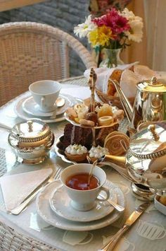 Typical English Afternoon Tea - best things to see in UKTypical English Afternoon Tea - best things to see in UKTypical English Afternoon Tea - best things to see in UK Sandwich Torte, English Afternoon Tea, Afternoon Tea Parties, Cafe Food, Aesthetic Food, Vintage Tea, High Tea, Tea Time, Food And Drink
