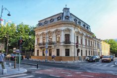 Casa Filipescu-Cesianu | Arhitectura 1906 Romania Travel, Belle Epoque, Old Houses, Street View, Mansions, House Styles, Home, Decor, Houses