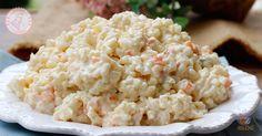 L'insalata di riso russa una via di mezzo tra un'insalata di riso e un'insalata russa, facile da preparare e perfetta da portare fuori.
