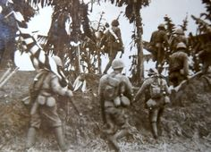 ORG WWII Japanese Military Photo: soldiers march in the south battle field