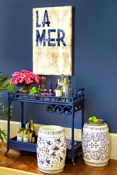 Adorei o barzinho em carrinho! Em tom azul turquesa vai ficar lindo! Assim, a sala fica maior!