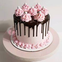 Cake Decorating Designs, Creative Cake Decorating, Cake Decorating Videos, Birthday Cake Decorating, Creative Cakes, Cake Designs, Cute Birthday Cakes, Beautiful Birthday Cakes, Bolo Rapunzel