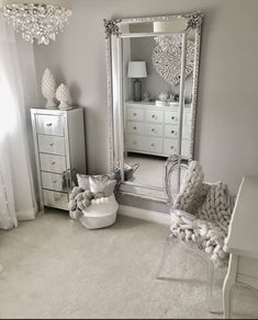 Traumzimmer 50 beautiful bedroom mirror ideas can improve your bedroom Your Own Home Interior Ideas Bedroom Sets, Home Decor Bedroom, Bedroom Mirrors, Mirrored Bedroom Furniture, Design Bedroom, Silver Bedroom Decor, Spare Bedroom Ideas, Bedroom Inspo Grey, King Furniture
