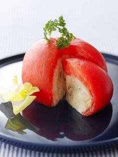 ポリフェノールを多く含むトマトとじゃがいもを使って、オードブルとしても映えるサラダに。|『ELLE a table』はおしゃれで簡単なレシピが満載!