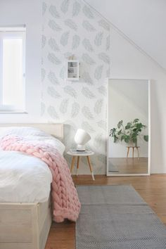 Inspiration to give a Scandinavian bedroom a spring make-up with a . - Inspiration to give a Scandinavian bedroom a spring make-up with a green blader / leaves wallpaper - Home Decor Signs, Easy Home Decor, Home Decor Trends, Cheap Home Decor, Decor Ideas, Interior Design Boards, Interior Design Living Room, Guest Bedroom Decor, Interior Decorating Styles
