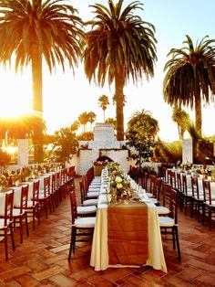 Love this sun drenched outdoor wedding reception #wedding #outdoor