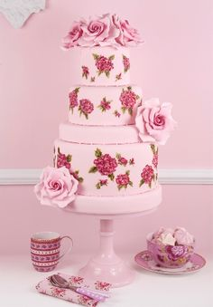 Isabelle! Romantic bespoke cake decorated with roses made from sugar Click pic for info Aline