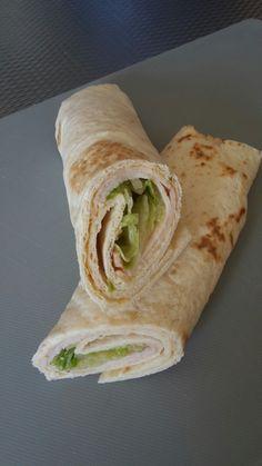 wrap: houmous, kipfilet en ijsbergsla