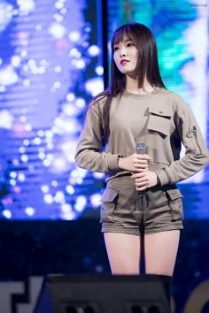 Choi Yuju Bubblegum Pop, South Korean Girls, Korean Girl Groups, Gfriend Yuju, Classy Girl, G Friend, Stage Outfits, Stylish Girl, Korean Singer