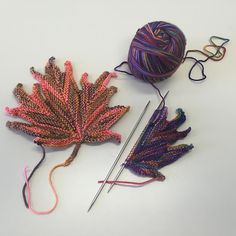 crochet elements Ravelry: Project Gallery for Decorative knitted maple Leaf pattern by Svetlana Gordon Felt Patterns Free, Crochet Leaf Patterns, Crochet Leaves, Knitted Flowers, Knitting Patterns Free, Free Pattern, Ravelry, Knitting Stitches, Crochet Projects