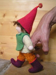 This doll maker creates beautiful Waldorf dolls and toys! Felt Puppets, Marionette Puppet, Hand Puppets, Waldorf Crafts, Waldorf Toys, Toy Theatre, Puppet Making, Felt Toys, Handmade Toys