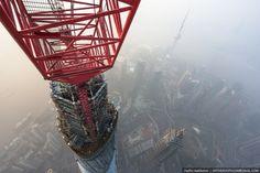 escalade de la grue de la tour de shanghai 3   Escalade de la grue de la tour de Shanghai [video]   video Vadim Makharov tour Shanghai Rital...