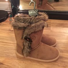 Wet seal cozy boots size 6 Cozy boots with fur trim, brown/tan, brand new, never been worn Wet Seal Shoes Ankle Boots & Booties