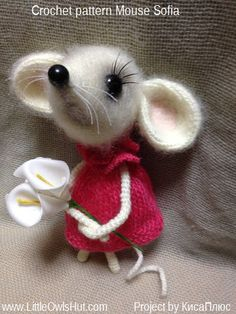 Project by Kisa Plus. Mouse Sofia Crochet pattern by Svetlana Pertseva for LittleOwlsHut