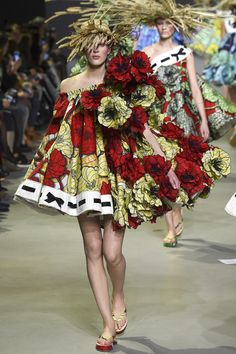 See the Viktor & Rolf spring/summer 2015 couture collection
