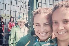Queen photobombs selfie at Commonwealth Games