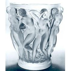 The Bacchantes vase was designed by Rene Lalique in 1927 and has been in production at the Lalique glassworks ever since. Art Of Glass, Art Deco Glass, Art Nouveau, Vase Cristal, Glass Ceramic, Oeuvre D'art, Chandeliers, Bunt, Perfume Bottles