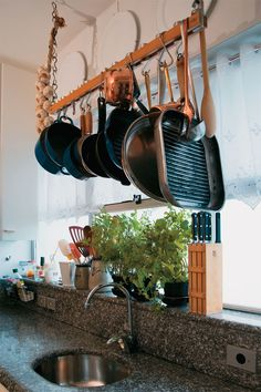 Need metal element Feng Shui in your kitchen? This makes complete sense...07-renove-sua-casa-com-tecnicas-feng-shui